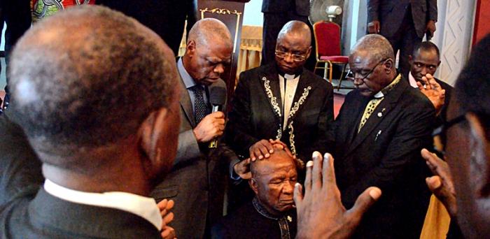 Simon DJOMBI désormais Prophète des Nations